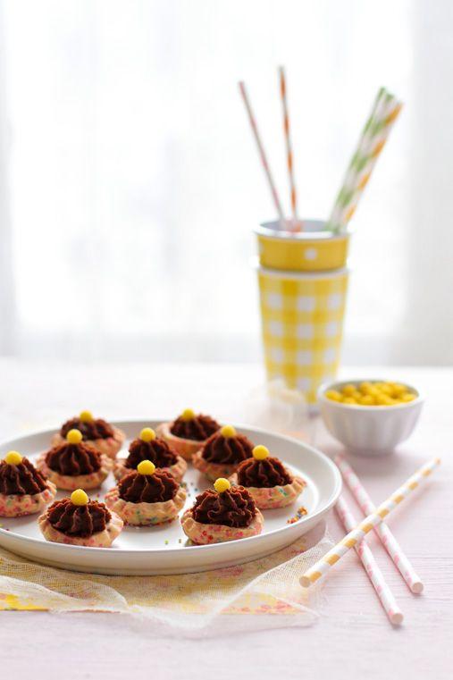 MINI TARTELETTES AU CHOCOLAT Donne environ 50 pièces Pour la pâte sablée 120 g…