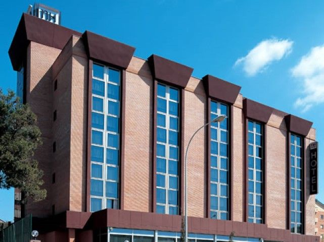 Sistema de Posicionamneto   Unidades Hoteleiras   Booking   Expedia   Trivago   Hotels.com   Sistemas de Reserva   Posicionamento Google http://hotel.webdouro.com/