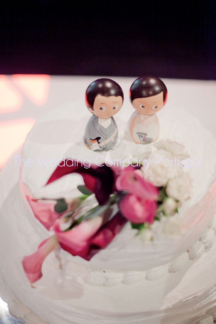 Traditional handmade Brazilian cake toppers.  Destination Wedding by The Wedding Company - Portugal.  Photo by Catarina Zimbarra Photography.