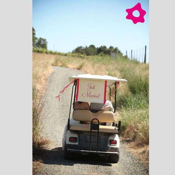 """Placas """"Just Married"""" para o transporte dos noivos. #casamento #buggy #noivos"""
