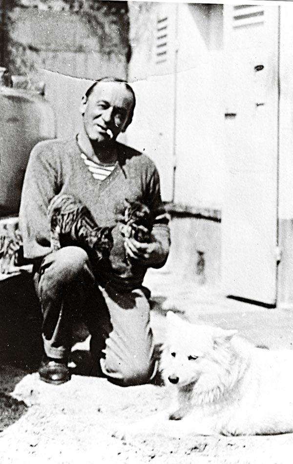 Blaise Cendrars avec des chats (et un chien)