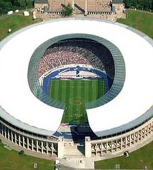 the olympic stadium in berlin, we saw a hertha berlin soccer game here in 2007. (Das Berliner Olympiastadion. Hier spielt Hertha BSC :)