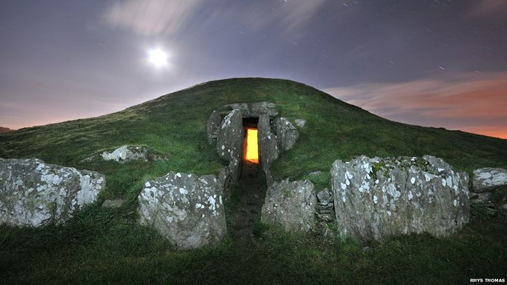 Bryn Celli Ddu on Anglesey is one of the finest Late Neolithic passage graves in Wales and is aligned to the midsummer sunrise. Inside is an unusual upright stone, carved with spirals which now resides in National Museum Wales in Cardiff
