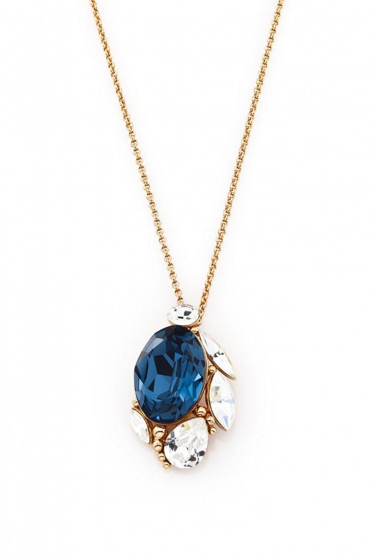 Wyrazisty naszyjnik Blue Eye pozłacany 24-karatowym złotem i ozdabiany kryształami Swarovski Crystals w kontrastującej bieli i głębokim błękicie.