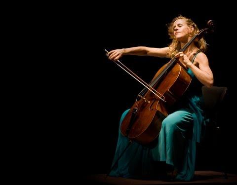 Sol Gabetta, 29 años, virtuosa Chelista argentina que triunfa en el mundo. Nuestra.Mujer.Entera.Apasionada.la musica es la sangre que le da vida. Ejemplar.