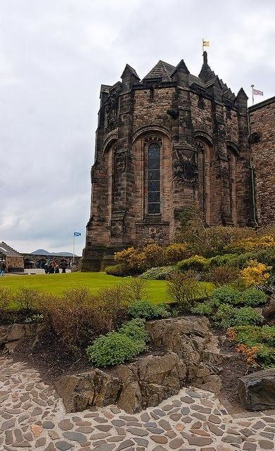 10 of the World's Most Scariest Places to Visit - Edinburgh Castle, Scotland - WANT TO GO.