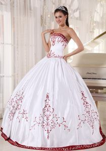 Cheap White Taffeta formal Quinceanera Gown Dresses with Red Embroidery