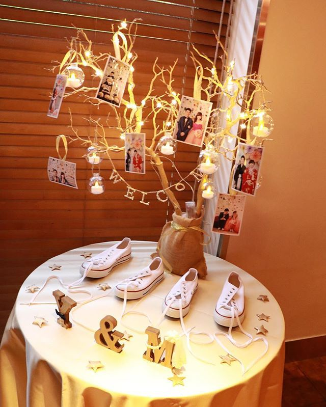 weddingレポ 手作りのウェルカムツリーとイニシャルオブジェはこんな感じに飾って貰いました♡前日に指示書をメールでバタバタと送ったのですが、希望通りになってて感動 前撮りでも使ったコンバースのスニーカーの靴紐でLOVEの文字も作ってます☺️✨ 周りに散らした木製ゴールドの星は100均です(^ ^) #卒花 #卒花嫁 #20161008あみなみ結婚式 #ウェルカムツリー #ウェルカムスペース #コンバース #withthestyle #イニシャルオブジェ