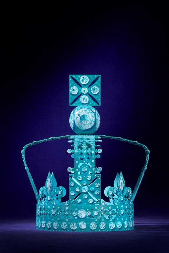 http://www.leichic.it/accessori-donna/gioielli-chic/tiffany-co-presenta-la-corona-di-diamanti-dedicata-alla-regina-elisabetta-ii-20199.html