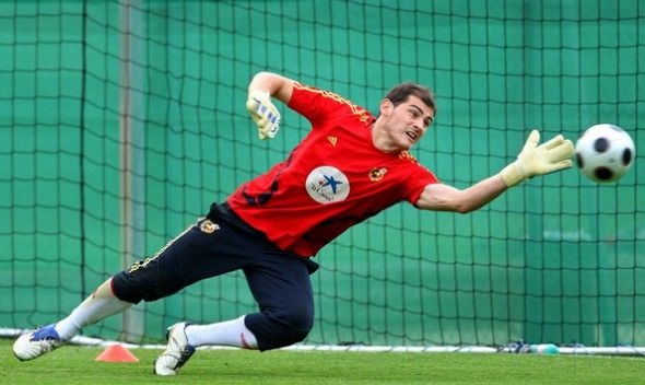 DFK Football Dream 11: Goal Keeper, Iker Casillas