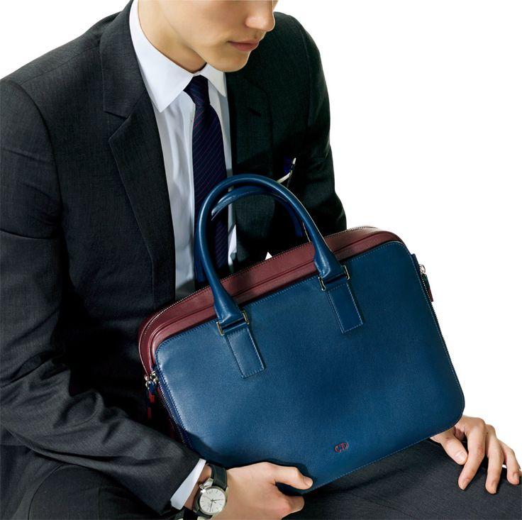 ビジネスバッグは35 or 36cmが新常識|ワードローブ(メンズ ... DIOR HOMME これが目からウロコなサイズ感だ!(35cm)