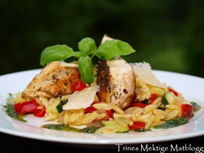 » Kylling med risoni og basilikumolje
