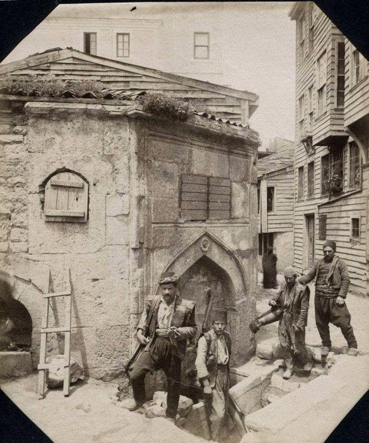 Cebecibaşı Abdullah Ağa Çeşmesi'nde Sakalar - Taksim - Sébah & Joaillier - Abdullah Aga Fountain in Beard - Taksim