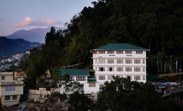Summit Nam Nang Courtyard & Spa is one of the budget hotels in gangtok. It is a perfect destination for #luxury Family Vacations. Summit Nam Nang Courtyard & Spa offers modern amenities like Wi-Fi with an outdoor swimming pool and a luxurious #Spa on Affordable Price. Hotel offers a luxuriate feeling of a holiday amidst the majestic mountains. Summit Nam Nang Courtyard & Spa offers a multicuisine #restaurant & a #bar for leisure traveller. #enjoy #travel #hotel #spa #touristattractions…