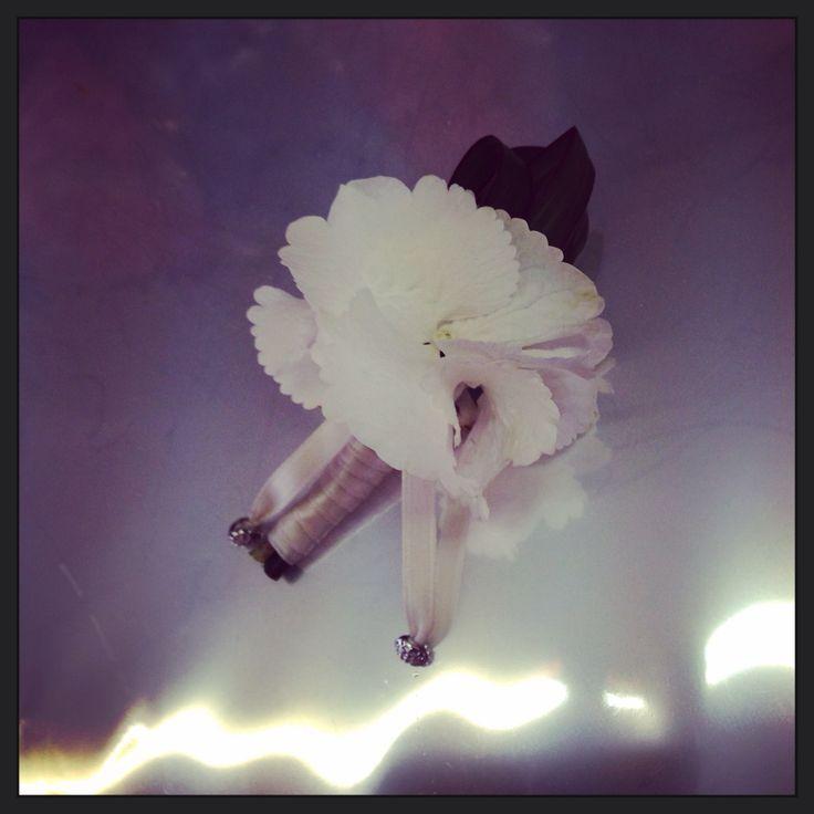 Fiore occhiello per sposo con ortensia bianca #wedding #bottiniera #sposo
