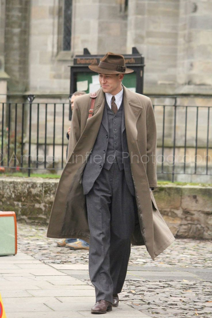 Outlander Filming - Frank Randall Wow! You can see why in the beginning, Claire wanted so much to go back to Frank.