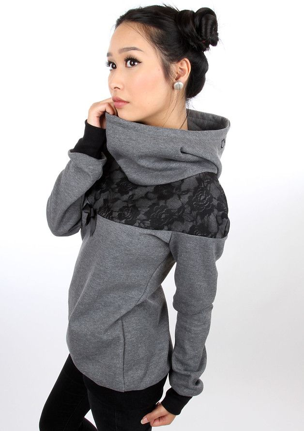 Pullover in grau und schwarz mit Spitze, Schleife und Steh Kragen, Hält dich warm im Herbst und Winter, tolle Mode für jeden Tag, Outfit für Frauen / grey and black hoody with lace, bow and stand up collar, will keep you warm in autumn and winter, great fashion for every day, outfit for women by meko via DaWanda.com