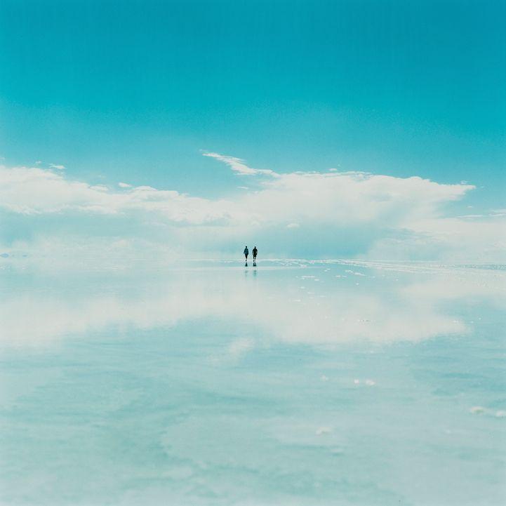 Sky and Landscape Merge in Breathtaking Photos of Salar de Uyuni Salt Flat - My Modern Met