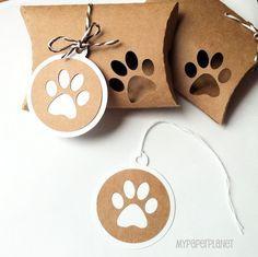 Etiquetas de regalo de impresión de la pata. Kraft marrón blanco y natural. Envoltura de regalo, embalaje de la tienda. Tienda de mascotas, perro, gato, regalos.