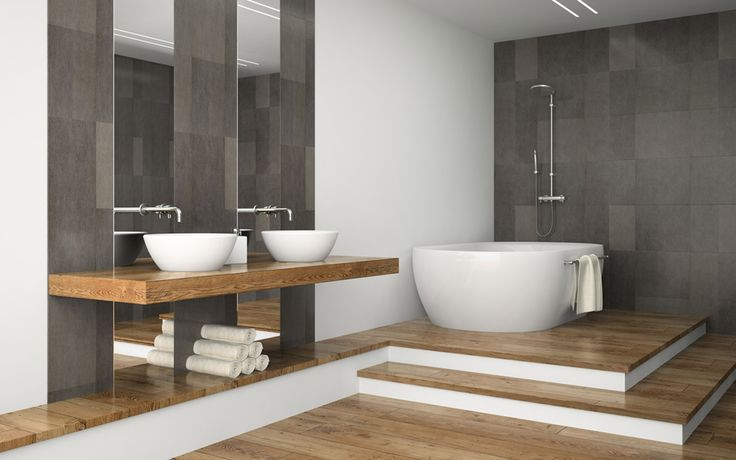 Combinatie van hout met wit en grijs en het opstapje naar bad/douche
