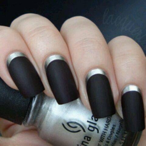 Mat zwart met zilveren onderkant