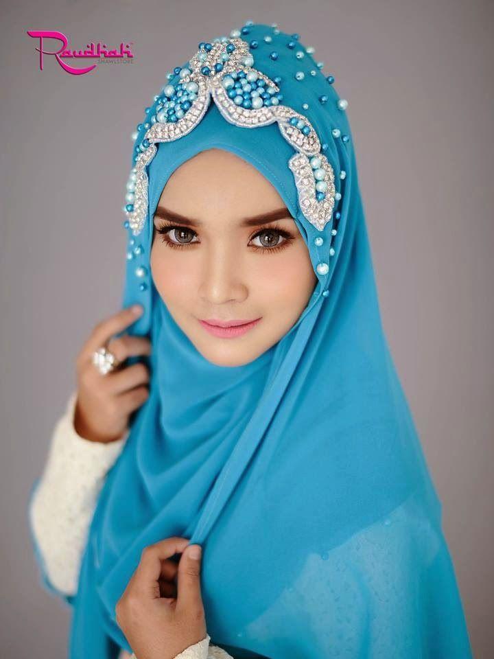 Beautiful Wedding Hijab  http://weddinghijab.blogspot.com/2015/01/set-qisha-daun-carribean-blue-beads.html