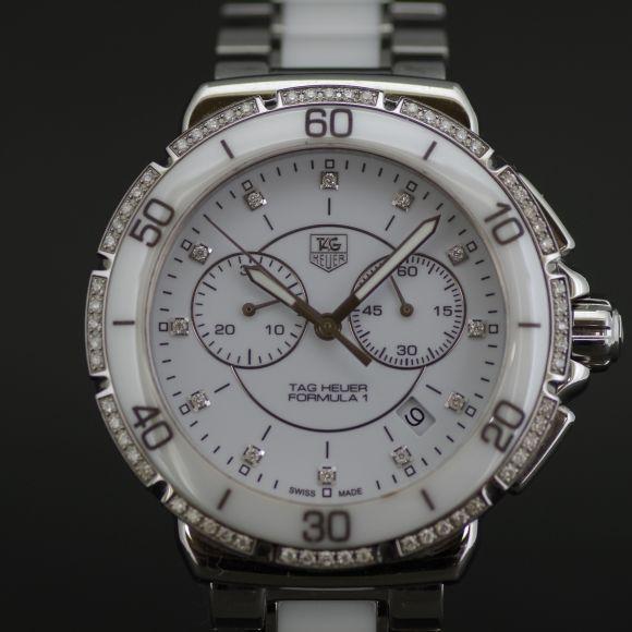 【中古】TAG HEUER(タグホイヤー) フォーミュラ1 ダイヤ メンズ CAH1213.BA0863/ホワイトセラミックとステンレスのツートーン、インデックスとベゼルにホワイトダイアモンドをセッティングしたラグジュアリー仕様です。/新品同様・極美品・美品の中古ブランド時計を格安で提供いたします。