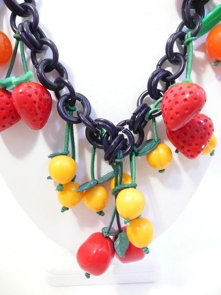 141 best BAKELITE JEWELRY images on Pinterest Vintage jewelry