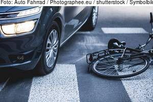 Rauchwart: Auto streift betrunkenen Radfahrer - schwerverletzt