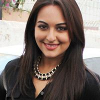 Sonakshi to share screen with Rajini  Now that Rajinikanth is all set to start his new film, which is to be directed by K S Ravikumar, various guessing games are taking place.  Sources claim that either Anushka Shetty or Sonakshi Sinha would be the heroine of the flick  Read More: http://www.kalakkalcinema.com/tamil_news_detail.php?id=6500&title=Sonakshi_to_share_screen_with_Rajini