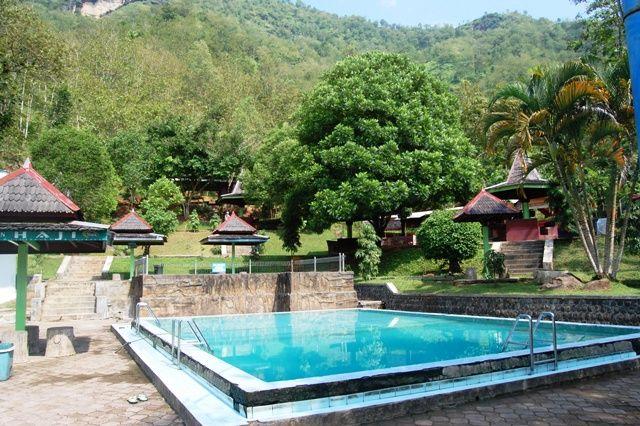 INDONESIA : Tirto Husodo Hot Spring, Pacitan
