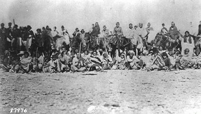 """Navajo on Long Walk - The Long Walks started in January 1864. Bands of Navajo led by the Army were relocated from their traditional lands in eastern Arizona Territory and western New Mexico Territory to Fort Sumner (in an area called the Bosque Redondo or Hwéeldi by the Navajo) in the Pecos River valley. Bosque Redondo means """"round forest"""" in the Spanish language. At least 200 died along the 450-mile (500 km) trek that took over 18 days to travel on foot."""