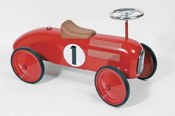 Ok, als baby nog niet zo heel dringend nodig maar hoe leuk is deze vlam rode wagen!