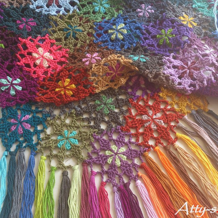Crochet Flower Scarf Made With Leftovers By Atty*s - Free Crochet Pattern - (atty-s.blogspot) ༺✿ƬⱤღ✿༻