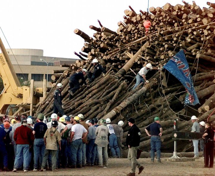 The second time in A's history that Bonfire did not burn was almost exactly 92 years after the first Bonfire due to its collapse on November 18th, 1999 at 2:42 a.m.  The collapse killed 12 Aggies and injured 27 others.