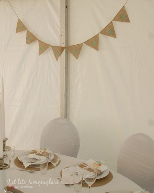 Pyntet bryllupsbord i rustikk og nostalgisk stil. (Wedding table in rustic- and countryside style)