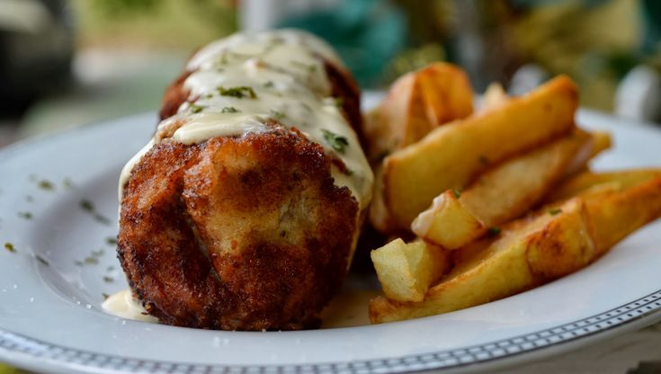 Karađorđe's schnitzel - rolled and breaded veal or pork stuffed with cheese or kaymak & deep-fried [1600 x 906]