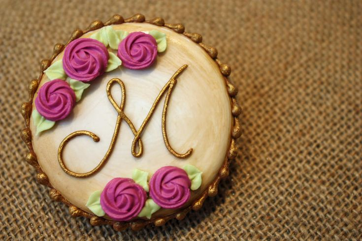 Antiqued Monogram Heart   Cookie Connection