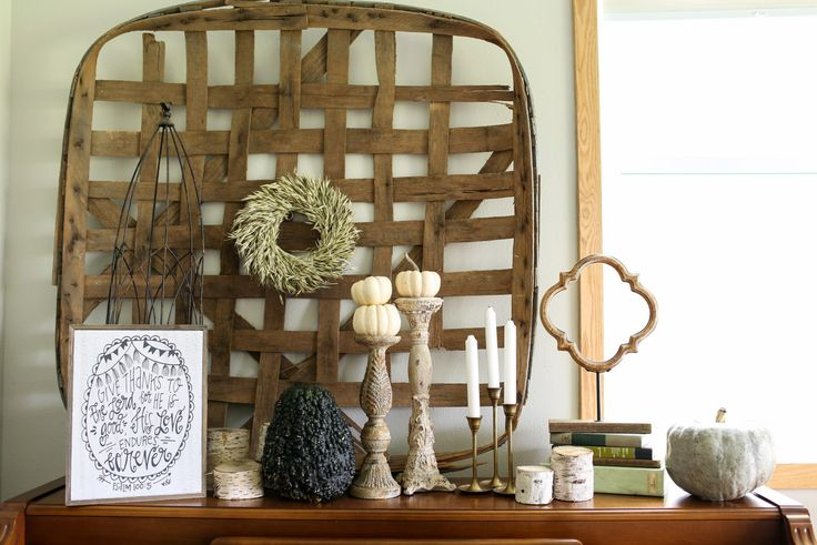 Neutral fall decor ideas from the farmhouse.