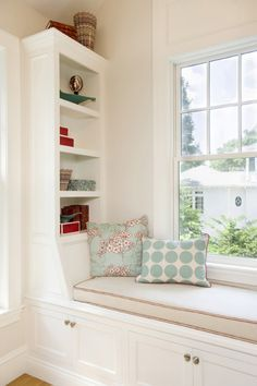 Details of the window seat-built-in bookcase, storage under seat, piping on cushion, pillows (House of Turquoise: Lou Lou's Decor)
