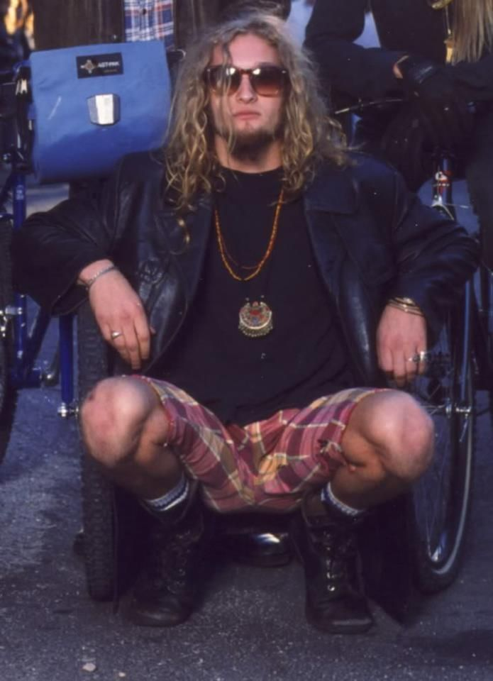 "mcdawine: "" Layne Staley Petition — Join in the cause to get this man the honor & recognition he deserves! http://www.ipetitions.com/petition/laynestaleyfans-petition/ www.ipetitions.com WHY? Layne Staley is more than just the deceased singer of..."