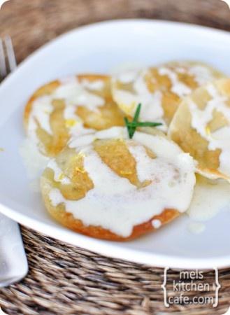 Crab and goat cheese ravioli: Cheese Ravioli, Fun Recipe, Crabs Ravioli, Dinners Recipe, Cooking, Pasta Recipe Ravioli, Goats Cheese, Chee Ravioli, Goat Cheese
