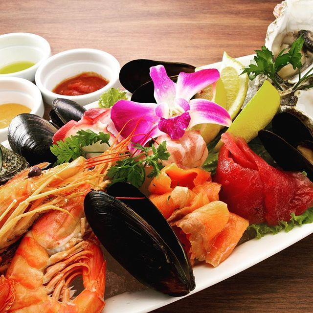 EL FUEGO エルフエゴ江ノ島 おはようございます!! 100イイねになったメニューには、なにかいい事があるかも!?!? 昨日、一昨日の投稿はあと少しで100イイねでした。もう一声!!! オーシャンプラッター 2〜3人前2980円(税抜) 1人前 1280円(税抜)もございます! 地元湘南で取れた魚介をふんだんに乗せてご用意しております! 赤海老、サザエ、牡蠣、たこ、赤身魚、白身魚、ムール貝… 相性抜群の3種類のソースを添えて!! ※シュラスコ食べ放題はやっておりません。  #江ノ島 #片瀬江ノ島 #エルフエゴ #ELFUEGO #みやじ豚 #新江ノ島水族館 #海 #ステーキ&ハンバーグコンボ #1ポンドステーキ #肉 #ステーキ #ハンバーグ #江ノ島花火 #オーシャンプラッター #江ノ島デート #鎌倉 #肉食系女子 #ワイン #ソムリエ #湘南ビール #犬連れレストラン #赤ちゃん連れ #子連れ #ベビーカー #女子会 #ママ会