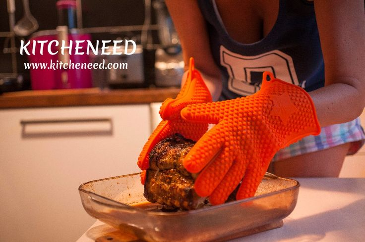 The STARS of your kitchen! Cold and hot proof Barbecue Grilling Cooking gloves by KITCHENEED!  Check the website in BIO!  #grilling #food #barbecue #bbq #baking #kitcheneed #grill #yummy #meat #heat #gloves #siliconegloves #barbecuegloves #kitchen