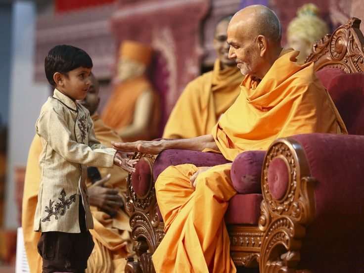 my guru pramukh swami New stories everyday sailesh sagpariya pramukh swami maharaj (born shantilal patel ordained shastri narayanswarupdas 7 december 1921 – 13 august 2016) was an indian guru and pramukh, or president, of the baps swaminarayan sanstha, an international hindu socio-spiritual organization he is believed.