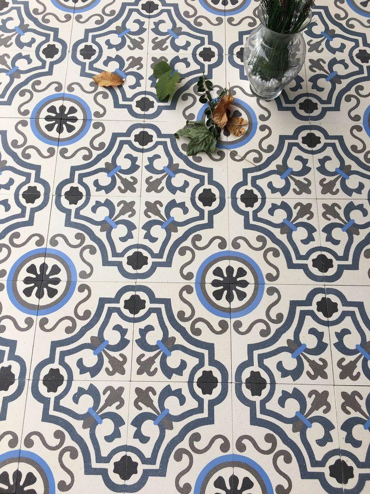 NEW Versailles 8x8 Concrete Tile