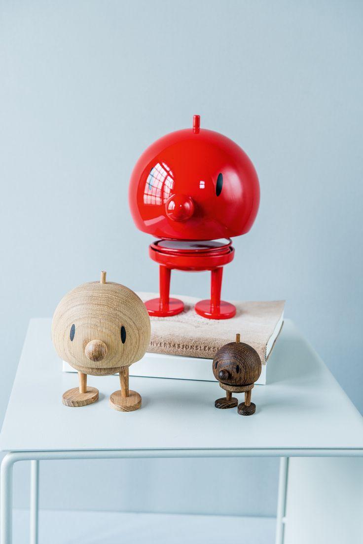 Hoptimisten er en super gave til barn i alle aldre. :)  Du finner utvalget i din Designforevig-butikk