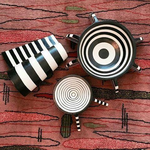 Kelly Wearstler kembali menghadirkan koleksi furnitur dan lighting untuk edisi summer 2017. Beragam dekorasi berbahan keramik marmer besi serta kayu yang dikemas dalam desain elegan khas sang desainer asal Amerika tersebut akan memberi atmosfer eklektik baru pada hunian. Tidak hanya penuh estetika koleksi Kelly selalu fungsional untuk berbagai keperluan. Make home foxy! (Features & Lifestyle Assistant @__lanina) #ELLEUpdates #ELLELifestyle #ELLENews #Home #Decoration #Furniture…