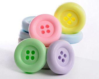 Favorise la douche de bébé - cadeaux de faveurs de savon bouton - mignon comme une faveur de douche de bébé bouton mousseline sac-lot de 10