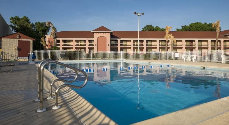Red Roof Inn Virginia Beach-Norfolk Airport Virginia Beach Only 4.8 from Norfolk International Airport, this convenient hotel offers comfortable guestrooms and a wide range of convenient amenities just 22.5 km from the Atlantic Ocean at Virginia Beach.